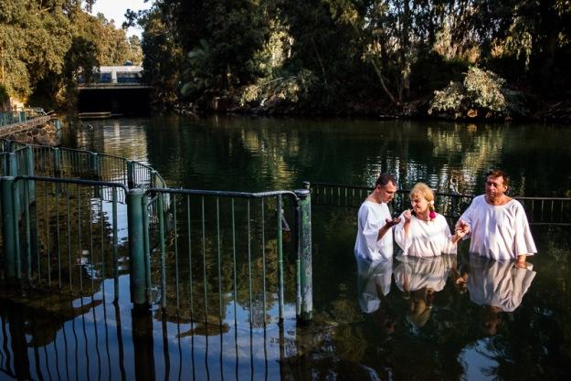 Baptème dans la rivière Jourdain, Israël