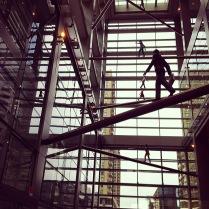 Sculpture dans l'immense hall d'entrée du building de Comcast
