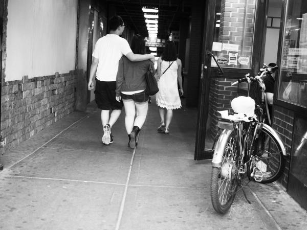 Jeune marchant dans un tunnel (Chinatown, New York)